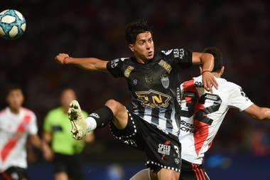 Montoya salta junto a Scocco en la semifinal frente a River por la Copa Argentina; Estudiantes, de Caseros, había eliminado a Colón, Arsenal y Tigre
