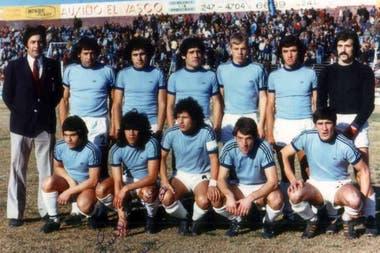 Su primer equipo fue San Telmo, en la C: el Ruso, arriba, el rubio de pelo corto