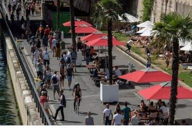 Junto al Senna, los franceses disfrutan de la ciudad, casi en exclusiva para ellos
