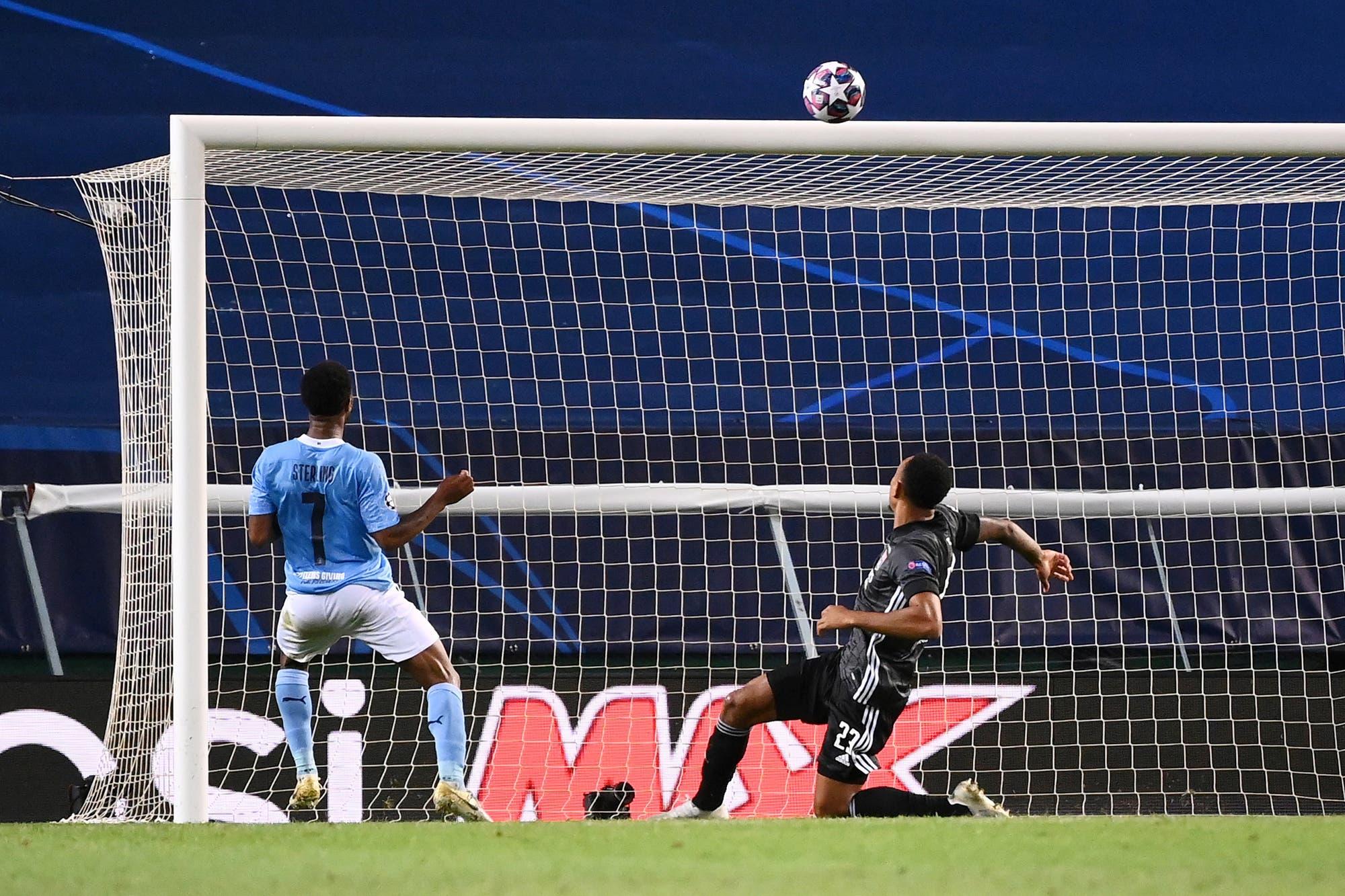 """Manchester City-Lyon: el gol """"hecho"""" que se perdió Sterling para empatar y las polémicas del partido en a Champions League"""