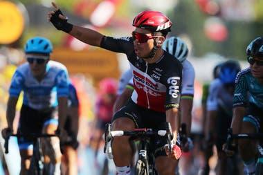 Caleb Ewan se quedó con el triunfo parcial, por una rueda