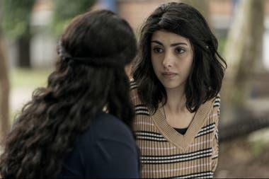 Hope junto a su hermana Iris salen al exterior en busca de respuestas