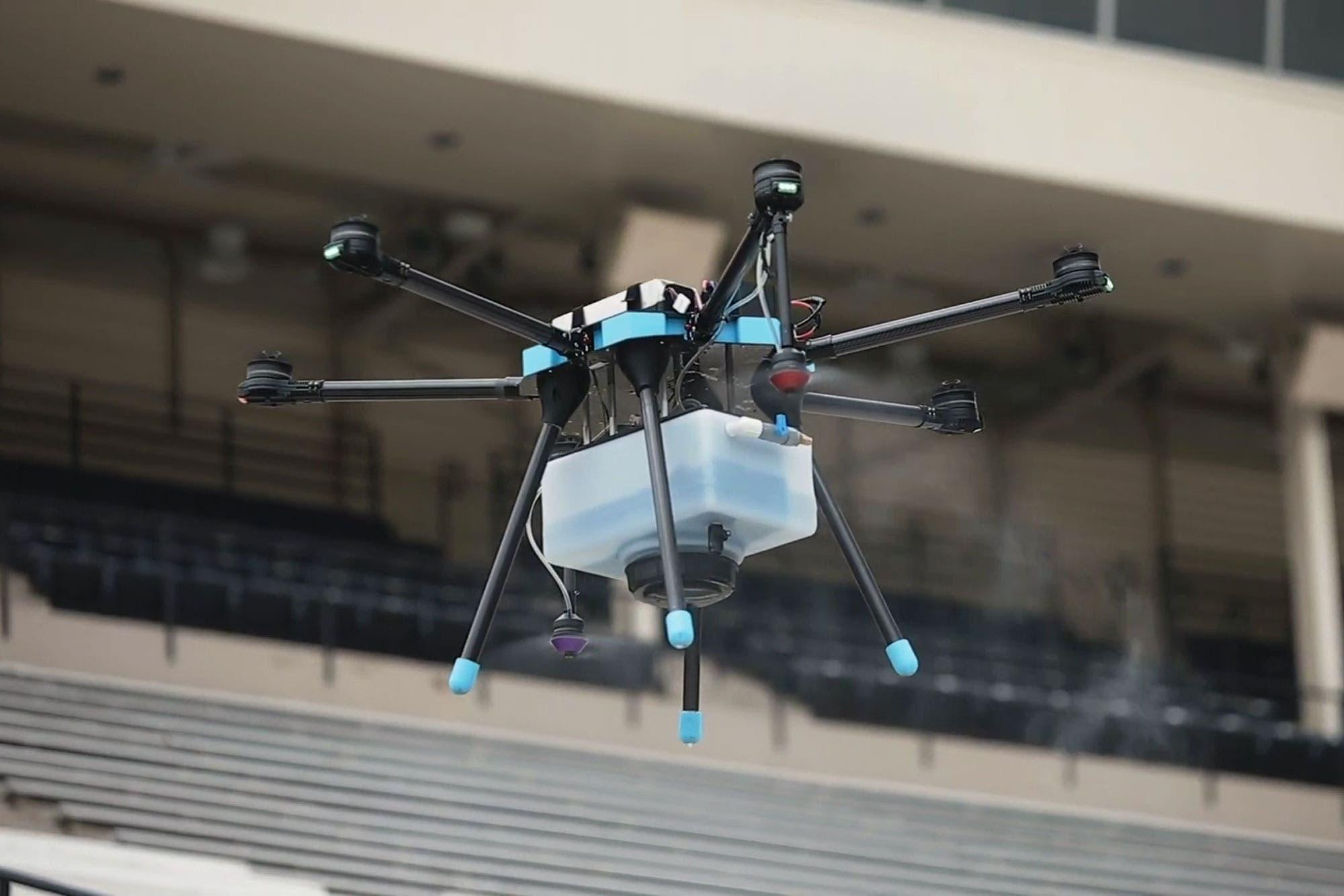 Dron sanitizante: así funciona el sistema aéreo que desinfecta las butacas de un estadio en Estados Unidos