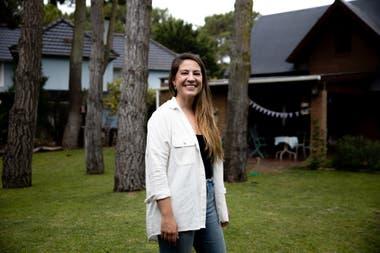 Bella Peling, luego de vivir en Buenos Aires y Londres, eligió una casa en Pinamar cerca del bosque para disfrutar del contacto con la naturaleza