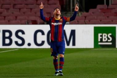 Lionel Messi festeja su gol de tiro libre al Athletic Bilbao. Su tanto fue el número 650 con la casaca de Barcelona