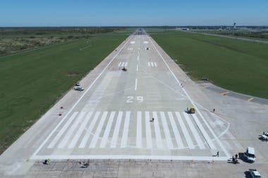 Los trabajos de mejora consistieron en la repavimentación de la pista, la reparación de calles de rodaje y la renovación del sistema de balizamiento con tecnología LED