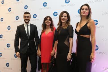 Los periodistas invitados al evento, junto a la presidenta de la Asociación Conciencia Beby Lacroze