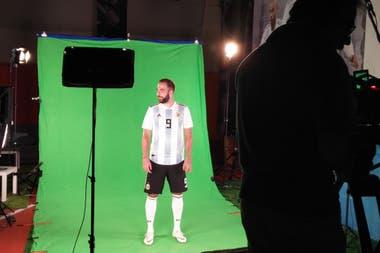 Gonzalo Higuaín, en la sesión de fotos oficiales
