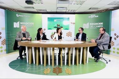 Miguel Paulón (Centro de Industria Lechera), Marcela Silvi (industrias ERCA SA), Eleonora Cole, Gustavo Idígoras (CIARA-CEC) y Alfredo Gusmán (Asociación Argentina de Angus)