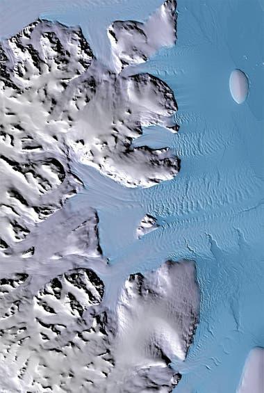 Glaciares que fluyen hacia el Mar de Weddell al este de la península Antártica