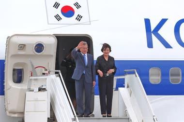 Moon Jae-in, presidente de Corea del Sur, junto a su esposa fueron recibidos por la ministraCarolina Stanley