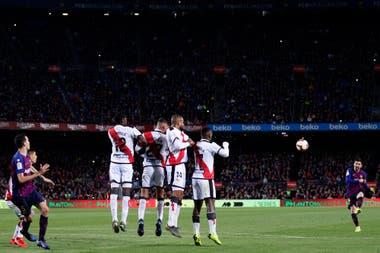 Un tiro libre de Messi, que sacará un defensor sobre la línea.