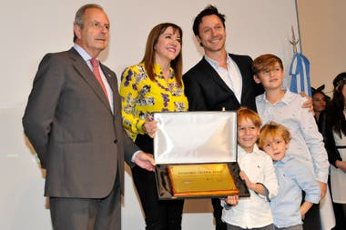 Los hijos del actor, Beltrán, Bautista y Benicio, tampoco se quisieron perder la gran noche de su papá