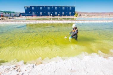 Salar de Olaroz, en Jujuy, donde la explotación de litio expande la industria minera