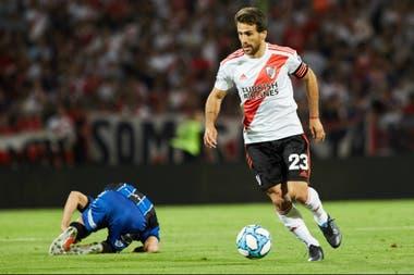 Frente a Almagro, Leonardo Ponzio volvió a jugar y a ponerse la cinta de capitán, que recibió de Javier Pinola.