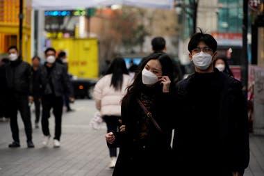 """La """"crisis de las mascarillas"""" se desató en Corea del Sur y el gobierno debió intervenir en la producción y distribución de los barbijos"""