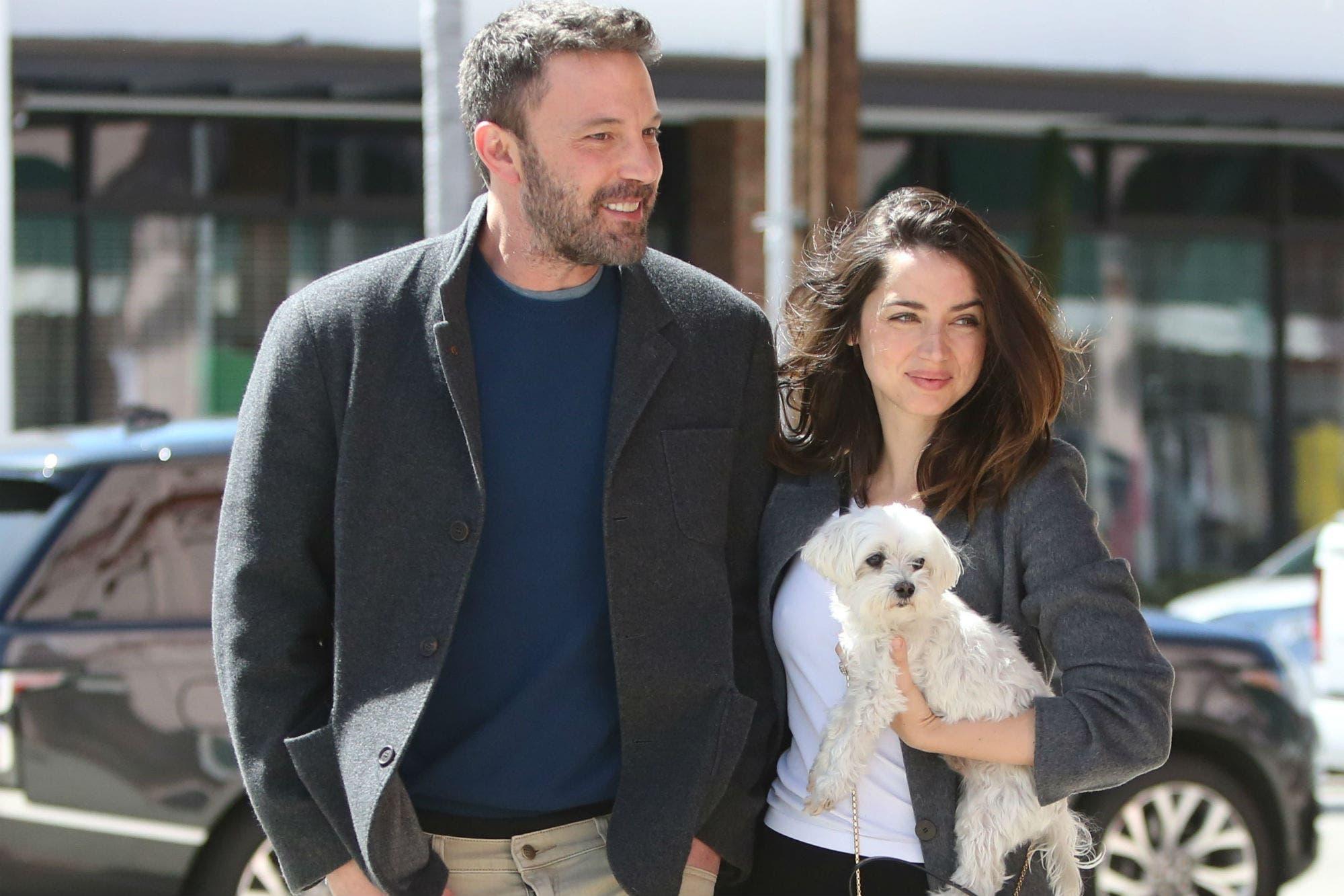 Ben Affleck y Ana de Armas hacen pública su relación con unas románticas fotos