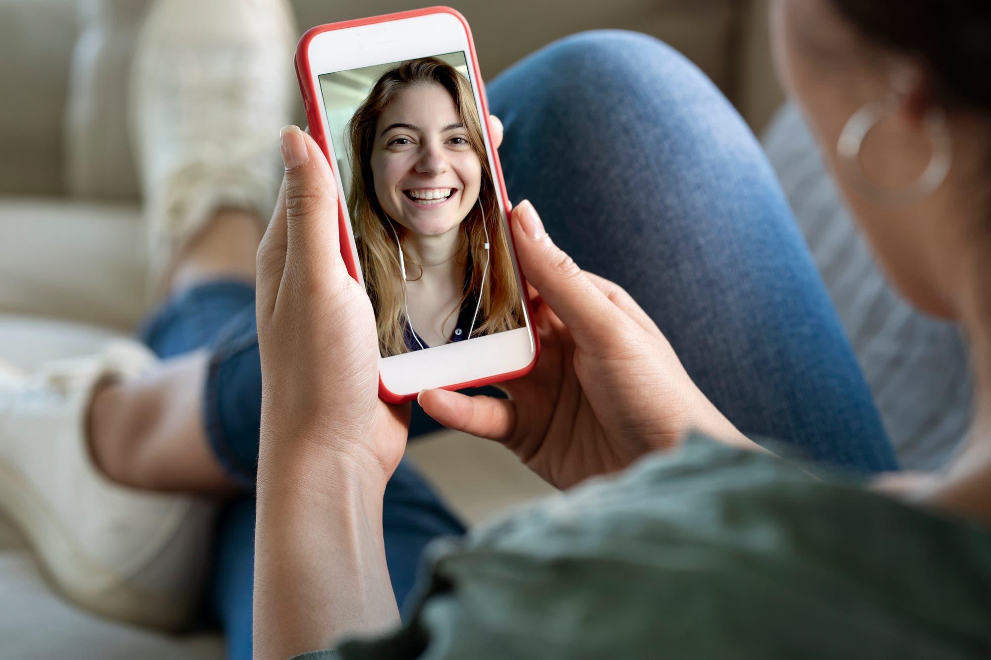 Día del amigo: los argentinos celebraron con animaciones GIF y videollamadas de WhatsApp