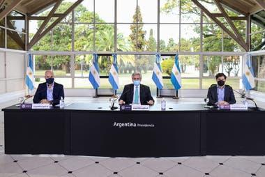 El Presidente anunció la extensión de la cuarentena desde Olivos, junto al jefe de Gobierno porteño, Horacio Rodríguez Larreta, y el gobernador bonaerense, Axel Kicillof