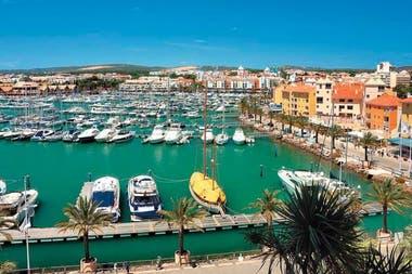 Una hermosa vista de un puerto de Portugal