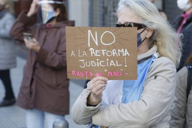 En las Avenidas Santa Fé y Callao tambien hubo manifestantes en contra de la reforma judicial