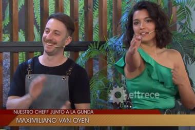 Grandinetti interrumpe al cocinero para mostrarle qué cámara lo estaba filmando