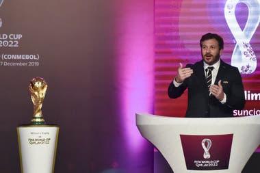 Alejandro Dominguez, presidente de la Conmebol, durante el sorteo de las eliminatorias sudamericanas rumbo al Mundial de Qatar 2022.