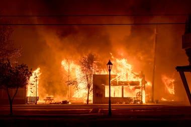En Oregon los bomberos luchan contra incendios que se extienden en una superficie de 365.000 hectáreas