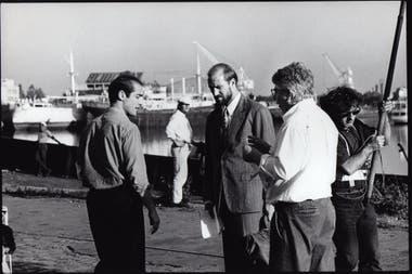 Luis Puenzo dirige una escena del rodaje de La Peste con William Hurt y Jean-Marc Barr