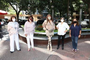 """""""Brujas"""" nuevas y """"brujas"""" originales: Thelma Biral, Nora Cárpena, Moria Casán, María Leal y Sandra Mihanovich"""