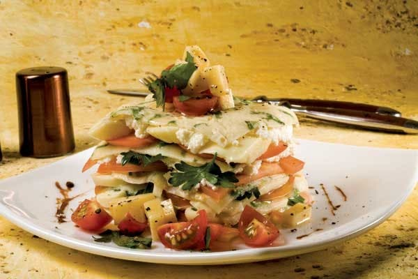 Receta de Torre de crepes con tomate y albahaca
